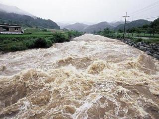 梦见在洪水应该要注意些什么呢? 自然,婚姻,工作