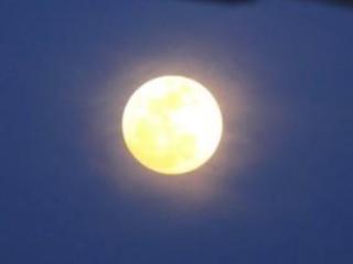 梦见两个月亮怎么回事?梦见两个月亮好不好? 自然,梦境,月亮