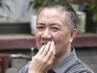 他搭档李幼斌成功走红,与初恋妻子恩爱34年无绯闻