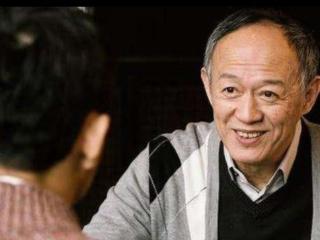 57岁二婚娶小35岁学生,60岁为他生双胞胎如今成了拼命三郎