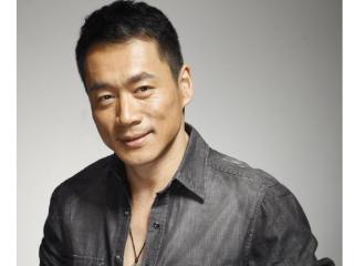 丁海峰在拍摄《水浒传》时与潘金莲饰演者闹过绯闻,好在悬崖勒马