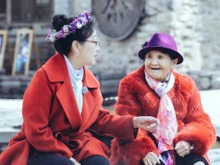 《婆婆和妈妈2》黄圣依程莉莎嘟嘴自拍似闺蜜