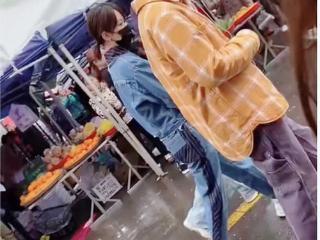 杨紫录制《向往的生活》路透图曝光,张艺兴骑三轮车载杨紫
