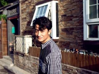 他是娱乐圈中内敛,优雅的文艺青年,是一位能用心表演的青年演员 动态,黄轩,《芈月传》,《芳华》
