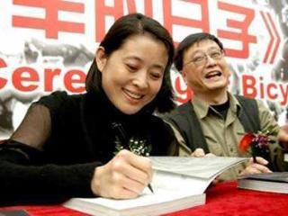 58岁倪萍近照曝光,丈夫拒绝为孩子治疗,如今复出主持节目! 如今