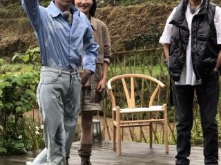 62岁倪萍近照曝光,皮肤黝黑,面部褶皱明显,看起来十分显老 倪萍