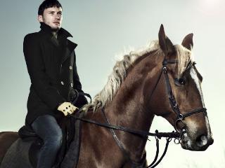 梦见男友请自己到郊外的公园里骑马预兆什么,好不好? 活动,骑马,梦见自己骑马