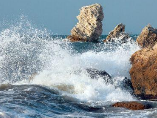 老人梦见海水涨潮是什么意思?代表现实会发生什么?是好还是坏? 梦境解析,梦见海水涨潮