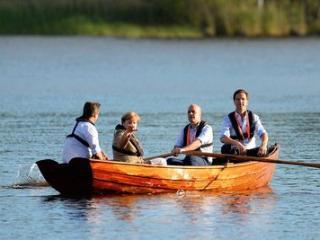 梦到别人划船预兆什么,梦到在恶劣的天气里划船好不好? 生活,划船,梦到在恶劣天气里划船