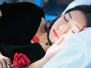 梦见女人沐浴预示生活中会发生什么事情好不好? 梦的百科,梦见女人沐浴,男人梦到女人沐浴