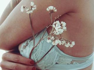 梦见胸部是什么意思?做梦梦见胸部是什么预兆? 人物,梦见胸部,梦见有人看见你的胸部