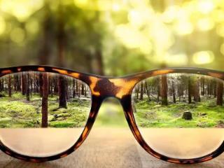 梦到眼镜碎了寓意好不好?梦到在眼镜店买眼镜寓意着什么? 物品,眼镜,梦到买眼镜