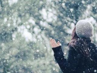 我是一个孕妇,我为什么会梦到下了好大的雪,路面都是积雪? 西方解梦,下雪,孕妇梦到下雪