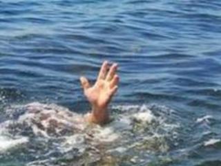 梦见有人掉进水里被救了什么意思?梦见有人掉进水里被救了好吗? 人物,梦见有人掉水里,创业者梦到人落水被救