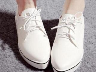 梦见穿白色的鞋是什么意思?做梦梦见穿白色的鞋好不好? 物品,梦见穿白色的鞋,怀孕者梦见穿白鞋