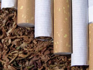 云烟好抽吗?其中的朱砂红类型有哪些独特风味呢 香烟评测,云烟香烟