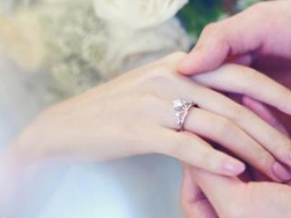 做梦梦里面自己戴着结婚戒指,这个梦是代表桃花运吗 梦的百科,梦到婚戒,男性梦到戴婚戒