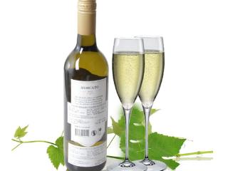 白葡萄酒的功效有哪些?女士喝白葡萄酒的功效 名酒资讯,白葡萄酒