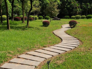 梦到自己走在一条小路上,这个梦的含义好不好 自然,梦到小路,梦到乡间小路