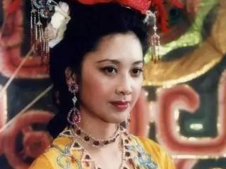 对她来说,戏如人生,人生如戏,戏里她对唐僧一见钟情 最美女儿国王