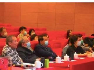 70岁姜昆与德云社于谦罕见同框,侃侃而谈,是否冰释前嫌 姜昆