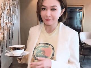 关之琳发短视频展示女强人的一面,家具风格优雅豪华 关之琳