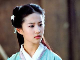 导演让黑人演皇帝,而刘亦菲出演《花木兰》却被嘲 刘亦菲