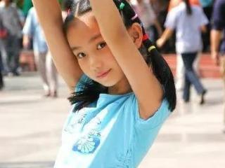 她是娱乐圈内第一个考入清华大学的童星,如今成美人坯子 叶子