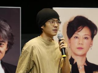 刘昊然跟靳东同框,两位最不会管理身材的男星,中间的女星赢了 刘昊然跟