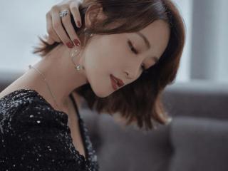 蓝盈莹晒耳机项链,还带来暖心的温馨提示,顿时被圈粉了 蓝盈莹