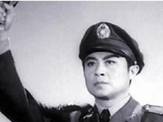 他曾是国内知名的当红影星,50年成功入伍,如今恩爱不离不弃 王心刚