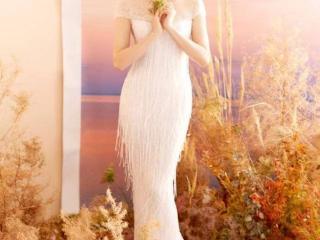 胡静穿婚纱身材曼妙 五官精致迷人肩颈线吸睛 胡静穿婚