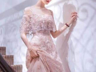 吉娜产子后还能保持这么好的身材,镂空长裙活动造型很有气质 活动,吉娜活动照片,吉娜的颜值,吉娜的穿搭
