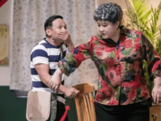 《欢乐喜剧人》冠军贾冰现状,37岁成副处长,妻子漂亮 贾冰