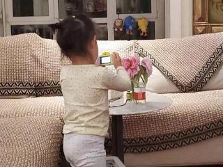 孙怡为3岁女儿庆祝儿童节,拍照姿势大不一样 孙怡