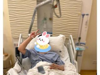 陈赫手术成功,妻子张子萱为他蹲下换药擦脚 陈赫
