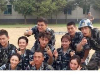 《真正男子汉》第二季的嘉宾有:杨幂佟丽娅、张蓝心、沈梦辰 真正男子汉