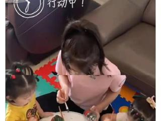 方媛母女用废玻璃瓶DIY花瓶,两女儿罕露正脸 方媛