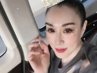 50岁钟丽缇颜值状况引网友热议,脖子露出年纪 钟丽缇