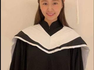 林心如硕士毕业照曝光手举学生证对镜自拍甜笑十分可爱 林心如