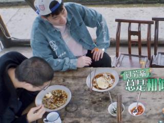 《向往5》蘑菇屋是李诞养生福地?何炅亲自给他倒水,张子枫端饭 李诞