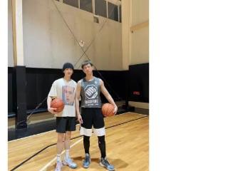 李现晒和白敬亭打篮球,网友曝两人将和朱亚文一起合作演出新片? 李现