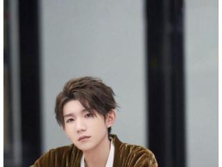 王源《谁是宝藏歌手》被舞台感动 甜蜜妙语温暖众人 王源