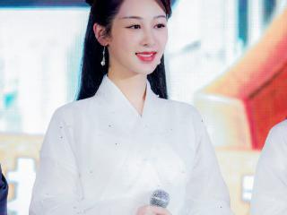杨紫首次辟谣恋情,首次以女强人称呼自己是个孩子,如今长大了 杨紫