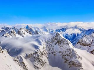 梦到山顶上的雪表示什么?梦到雪山的心理解梦是怎样的? 自然,梦到雪山梦,梦到雪山梦的解析
