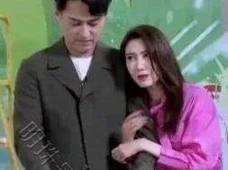 靳东和高露上综艺节目挽手臂,网友:见到后还以为是夫妇 靳东