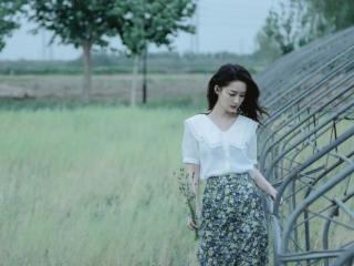 李沁在蔬菜大棚拍写真,网友:只有女神才能拍出这种效果 李沁