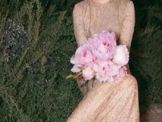 小宋佳:一袭浅金色亮点露背长裙,这身造型太美了! 爆料台,小宋佳图片照,小宋佳露背长裙造型照,小宋佳个人资料