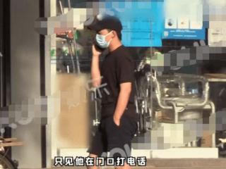 郭麒麟现身街头和好友相聚,一身黑衣打扮得十分朴素 郭麒麟