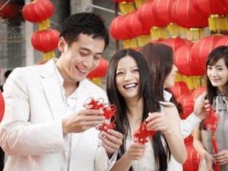 赵薇当年的拉芳广告身边全是巨星,最边缘的她,甚至红过了赵薇 赵薇